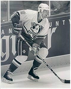 1994 Press Photo NHL Mighty Ducks of Anaheim Left Wing Garry Valk - snb3927