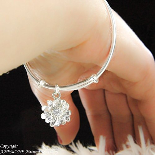 (Fantastic Handmade, Stacking bracelet, with Daisy Flower Charm, Adjastable)