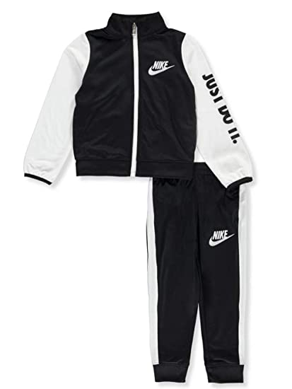b1daf80fa7c Amazon.com: Nike Little Boys' 2-Piece Outfit (Sizes 4-7): Clothing