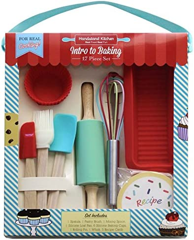 Amazon Com Handstand Kitchen 17 Piece Introduction To Real Baking Set With Recipes For Kids Kitchen Dining