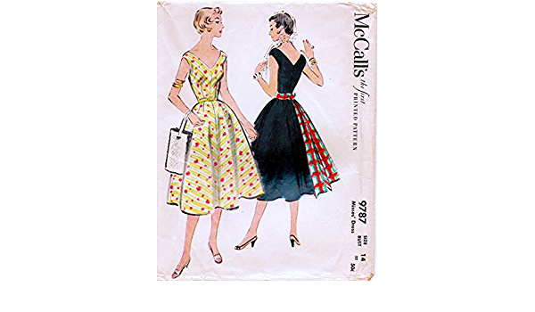 Simplicity 4150 Misses/' and Women/'s Dress with Heart-Shaped Neckline Reproduction Pattern 1941-1942