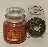 Yankee Candle Gift Set AUTUMN LEAVES 14.5 oz Medium Jar Candle with a Fall Leaves and Acorns Illuma-lid