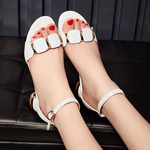 La palabra hebilla de las sandalias de punta abierta con densamente con los zapatos de las mujeres redondas salvajes White