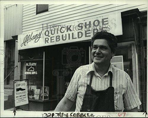 Albany Shoe (1982 Press Photo Roy Zonca outside Albany, New York shoe repair shop - tua03875)