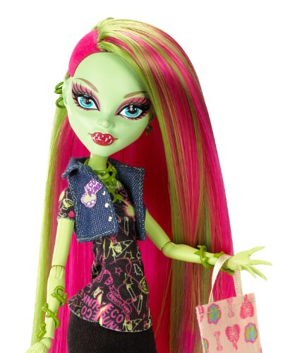 Amazon.com: Monster High Doll Venus McFlytrap Daughter of the ...