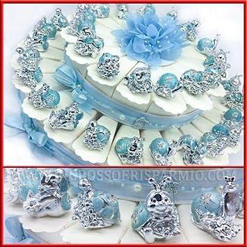 Tarta de cajas de peladillas, cartón blanco, decorada con brillantes y flores