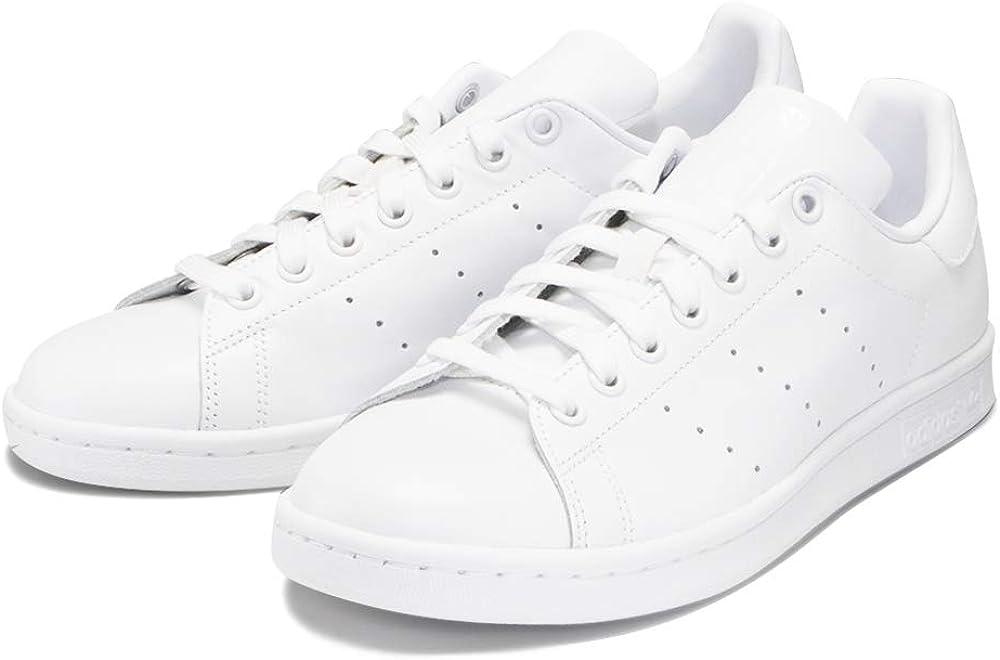 ビジネスシーンに合わせる白スニーカーといえば、やはりスタンスミス。細身のシューレースタイプ(靴ひも)と、実は結構革靴に近い存在だったりするんです。オススメです。