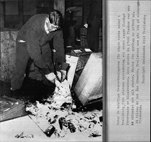 Vintage photo of197;ke J246;nsson crushes champagne bottles from the spirits that were destroyed by sewage in Trelleborg's system (Crush Champagne)