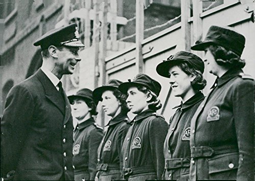 Vintage photo of King Georg inspects the female staff at a London fire station