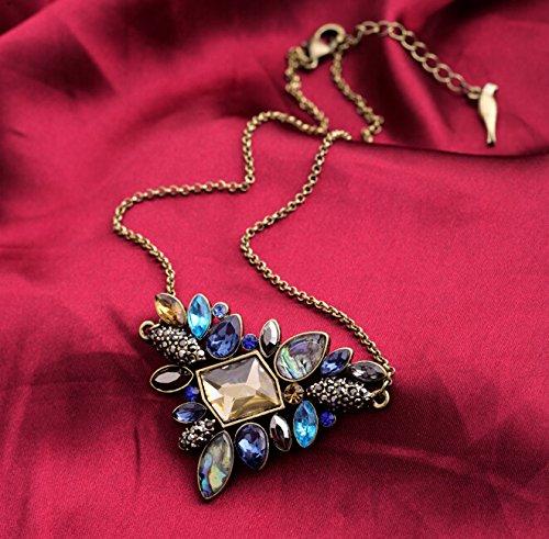 Collier doré rétro multiples cristaux