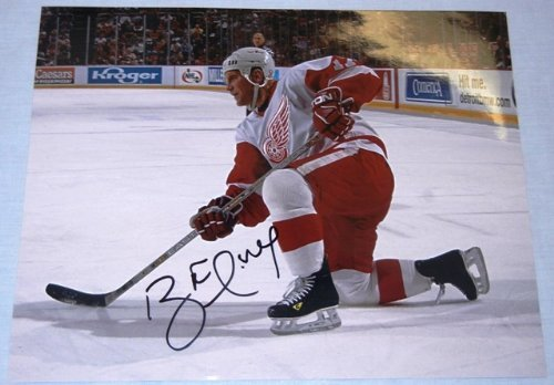 Brett Hull Signed Red Wings - Brett Hull Autographed Detroit Red Wings 11x14 Photo W/PROOF, Picture Of Brett Signing For Us, St. Louis Blues, Dallas Stars, Calgary Flames, Hall Of Fame, Stanley Cup Champion