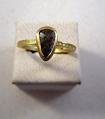 Grey pear shaped diamond 18ct gold ring