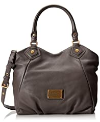 This pebbled leather Marc by Marc Jacobs handbag features a logo plate at the front and pleating at the bottom. Double rolled handles and detachable, adjustable shoulder strap. Magnetic-snap main compartment closure. Lined interior with 1 zip...
