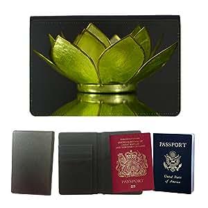 Passeport Voyage Couverture Protector // M00154237 Lirio de agua de la decoración de // Universal passport leather cover