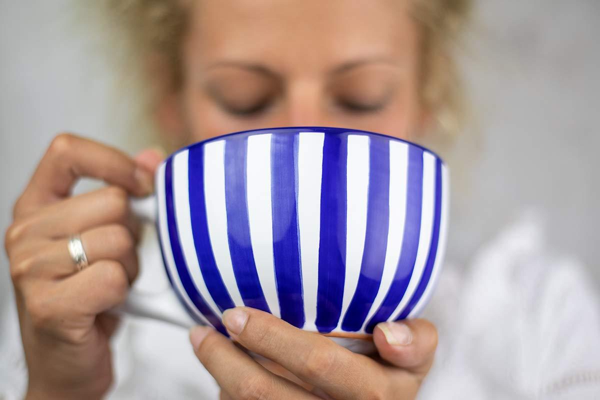 /à th/é /à soupe City to Cottage Tasse /à caf/é /à rayures bleu marine et blanches en c/éramique avec anse faite et peinte /à la main Tr/ès Grande 500ml