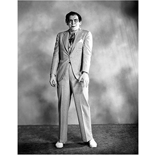 [Bela Lugosi 8x10 Photo Dracula The Wolf Man White Zombie in Light Colored Suit Looking Creepy w/Makeup & Stance] (Dracula Makeup)