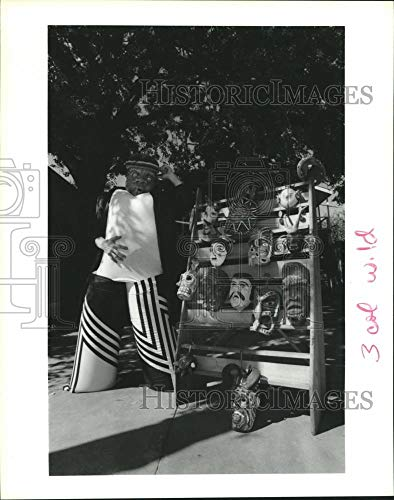 1990 Press Photo Jim Cady in costume at his tribal art shop in Houston ()
