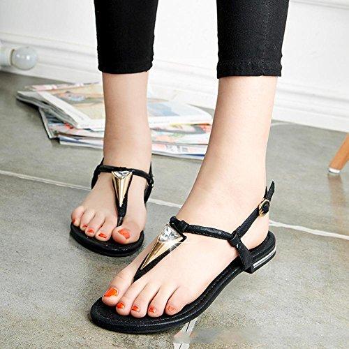 La Sra estudiante lindo con los zapatos de diamantes sandalias planas romanas A