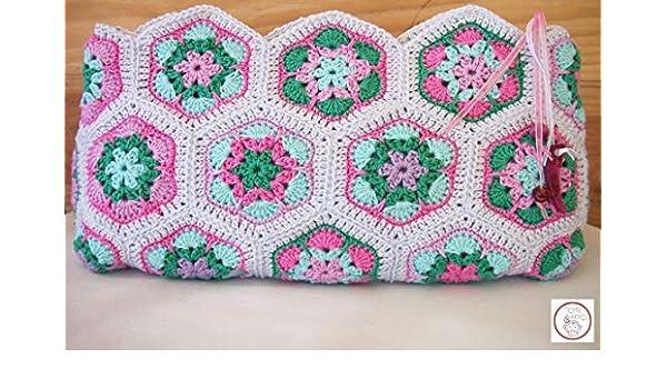 Bolso de mano AFRICAN FLOWERS. Modelo exclusivo. Tejido a mano. Forro de tela y cremallera. Ideal también como neceser. 100% crochet.: Amazon.es: Handmade