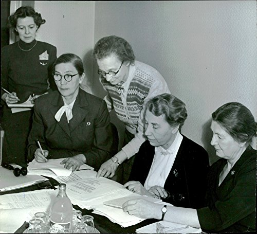 Vintage photo of The Nordic nursing conference. Participants in the image: Bondesonsgatan, Edgren, Elfversson, Arentz o. Madsen.