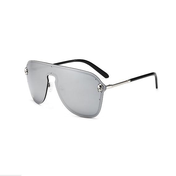 Gli occhiali da sole a forma di teschio di grandi dimensioni circondano gli occhiali da vista F2mbDvYXMV