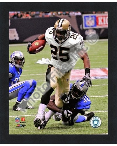 - Poster Palooza Framed Reggie Bush 2009 with The Ball- 8x10 Inches - Art Print (Classic Black Frame)