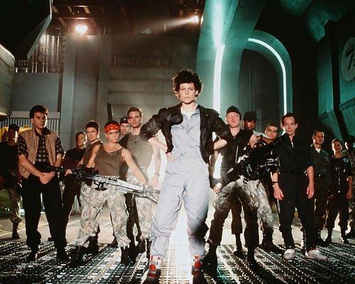 Moviestore Sigourney Weaver als Ellen Ripley unt Lance Henriksen als Bishop in Aliens 36x28cm Farbfoto