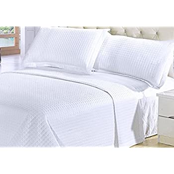 Amazon.com: Modern Solid White Quilt Lightweight Reversible ... : king size white quilt - Adamdwight.com
