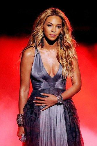 Nostalgie Magasin Beyoncé Affiche 24x36 Frappante Plantureuse Robe Révélatrice Concert De Toile De Fond Rouge