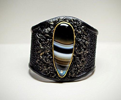 Women's Handmade Renaissance Red Agate Stingray Black Pebbled Leather Cuff Bracelet