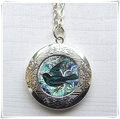 Magical magnet Locket, Blackbird Locket, Photo Locket, Antique Silver Art Locket ()