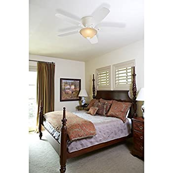 Harbor Breeze Pawtucket 52-in White Indoor Flush Mount Ceiling Fan with Light Kit and Remote