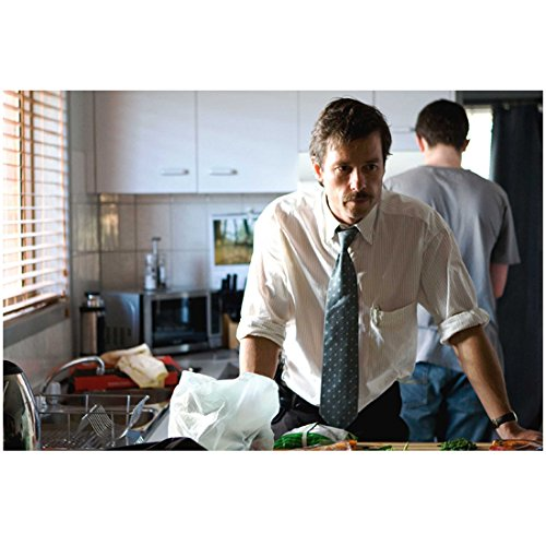 Animal Kingdom Guy Pearce Leaning Against Counter 8 x 10 Inch Photo