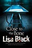 Close to the Bone: A Theresa MacLean forensic mystery (A Theresa MacLean Mystery)