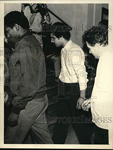 1983 Press Photo Police escort Michael Krome into Albany, New York courthouse