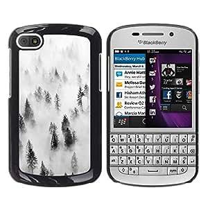 FECELL CITY // Duro Aluminio Pegatina PC Caso decorativo Funda Carcasa de Protección para BlackBerry Q10 // Forest Fog Mist Trees Nature Inspiring
