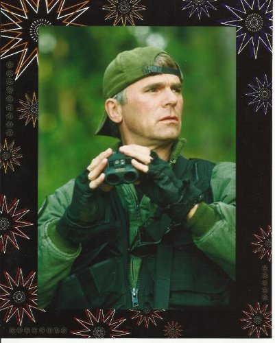Stargate SG-1 Richard Dean Anderson as Col. Jack O'Neill with Binnoculars 8 x 10 Photo