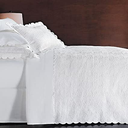 Peacock Alley Vienna Scalloped Matelasse 3 Piece King Coverlet Set, White