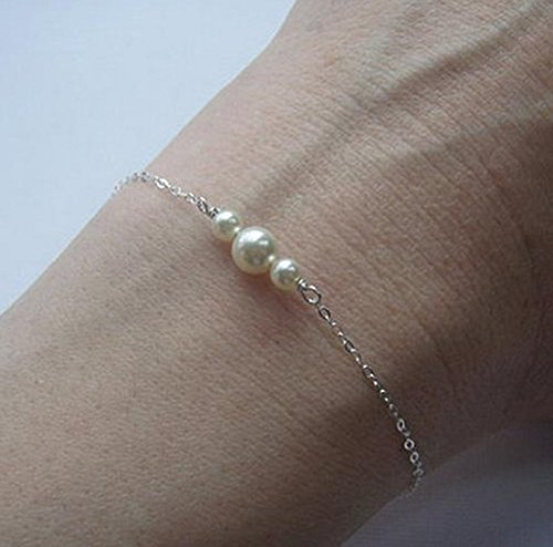 (Leiothrix Golden Bracelet Chain with Pearls for Women and Girls on Any Occasion)