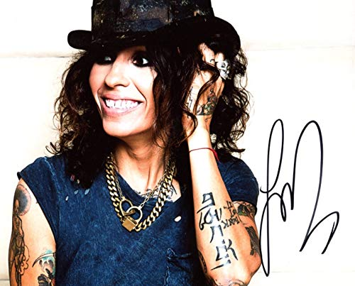 Linda Perry SINGER - SONGWRITER autograph, In-Person signed photo