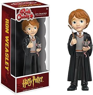 Funko Rock Candy: Harry Potter - Figura de vinilo de Ron Weasley con bata, varita y rata de Hogwarts. Incluye funda protectora