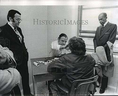 Historic Images 1975 Press Photo Doctors shown with a patient at Charity Hospital in New Orleans - 8 x 10 in