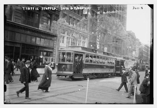 Photo: Traffic stopped,34th & Broadway,trolley car,pedestrians crossing - And 34th Street Broadway