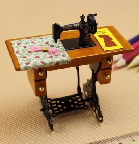 (EatingBiting(R)Retro Vintage Sewing Machine Dollhouse Miniature 1:12 Scale Fairy Doll Home Life Scene , For Kid Children Holidays Gift .)