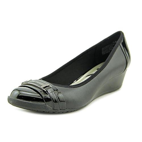 c924195bb01a Anne Klein Womens Carvallo Closed Toe Casual Slide Sandals