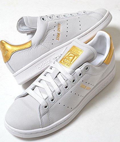 adidas 金 スニーカー