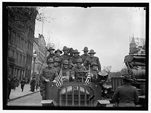 24 x 18 Art Canvas Wrapped Framed Print of Army, U.S. Soldiers Going Through City in Trucks and Autos 1918 Harris & Ewing 72a ()