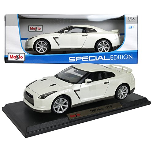 Maisto Special Edition Series 1:18 Scale Die Cast Car - White Color Performance Coupe 2009 NISSAN GT-R with Base (Dimension: 9-1/2