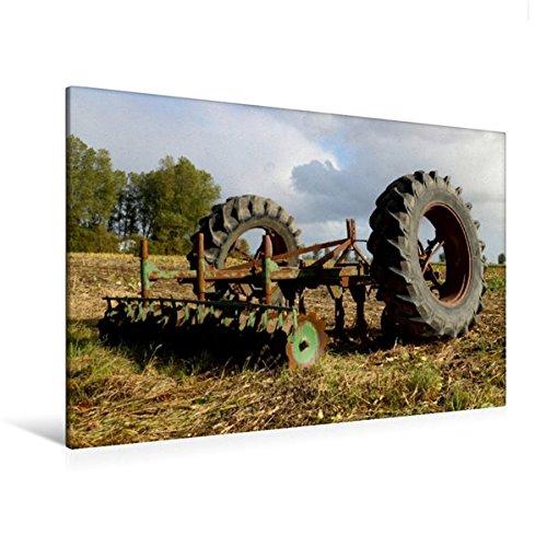 120x80 cm Calvendo Premium Textil-Leinwand 120 cm x 80 cm quer, Alte Egge und Treckerreifen   Wandbild, Bild auf Keilrahmen, Fertigbild auf echter Leinwand. Einem Feld abgestellt Mobilitaet Mobilitaet