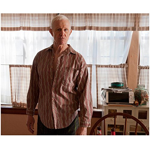 Justified (TV Series 2010 - 2015) 8 inch x 10 inch PHOTOGRAPH Raymond Berry Next to Chair Windows Behind Him kn ()